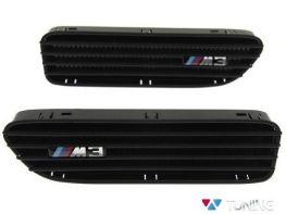 """Вставки в крылья BMW E46 """"M3"""" чёрные"""