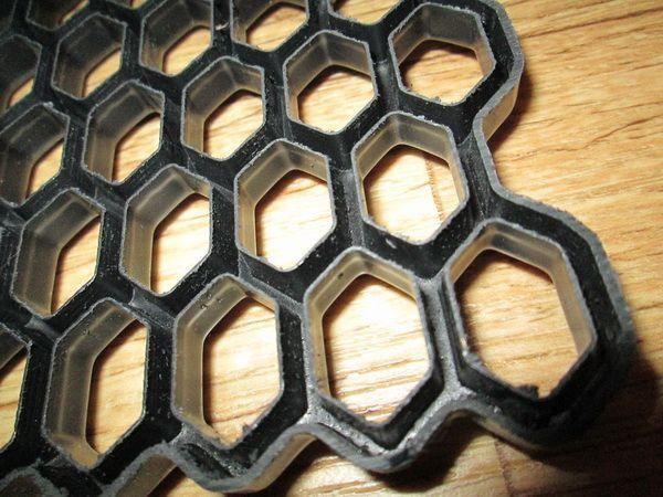 Сетка пластиковая чёрная универсальная для тюнинга - фото #3