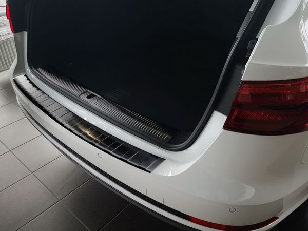 Чёрная накладка на задний бампер AUDI A4 B9 Avant