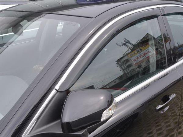 Ветровики с хром молдингом Volvo V40 (2012+) - Hic 2