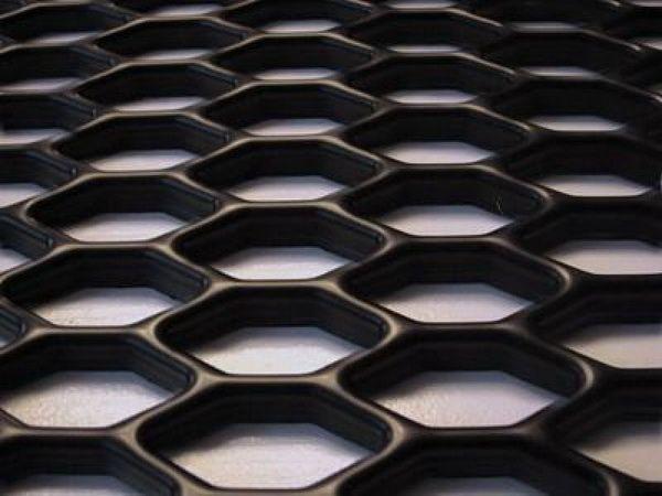 Сетка пластиковая чёрная универсальная для тюнинга