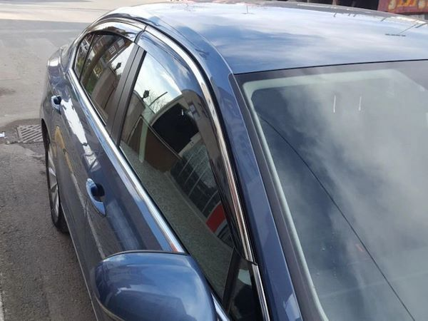 Ветровики с хром молдингом TOYOTA Corolla XI (2013+) Sedan 4