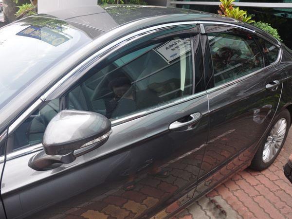 Ветровики FORD Mondeo V (2014-) Sedan / Liftback - HIC с хром молдингом 2