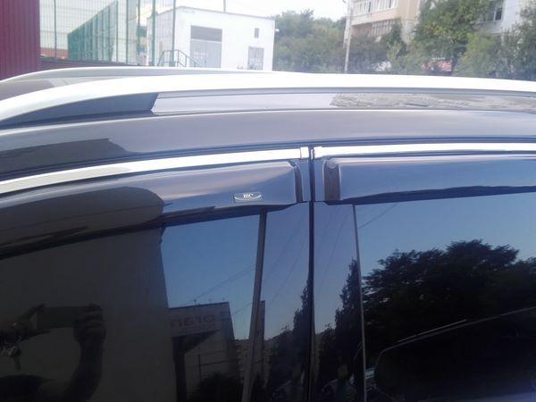 Ветровики VW Touareg II (2010+) - дефлекторы окон с хром молдингом 2