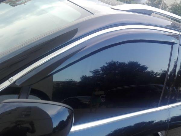 Ветровики VW Touareg II (2010+) - дефлекторы окон с хром молдингом 5